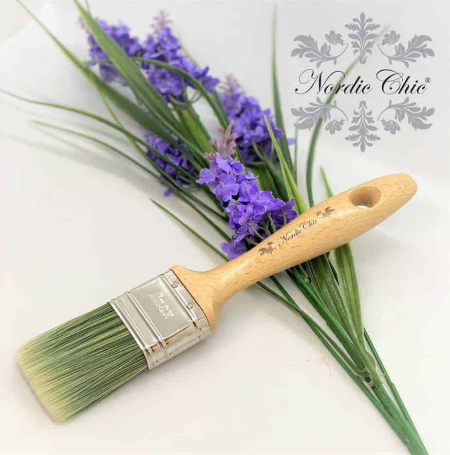Flat brush with handle